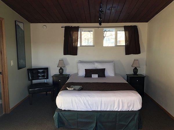 queen-cabin